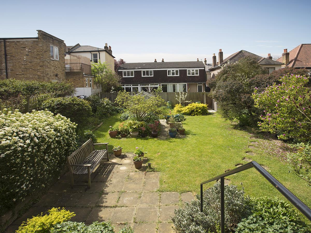House - Semi-Detached Sold in Linden Grove, Nunhead, SE15 311 view5