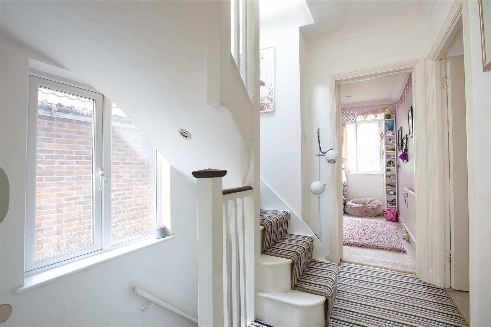 House - Semi-Detached For Sale in Love Walk, Camberwell, SE5 742 view21