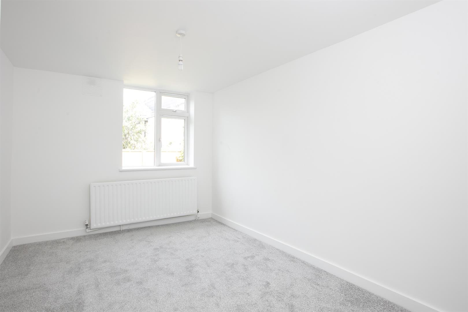 Flat/Apartment Sale Agreed in Lyndhurst Grove, Peckham, SE15 653 view8