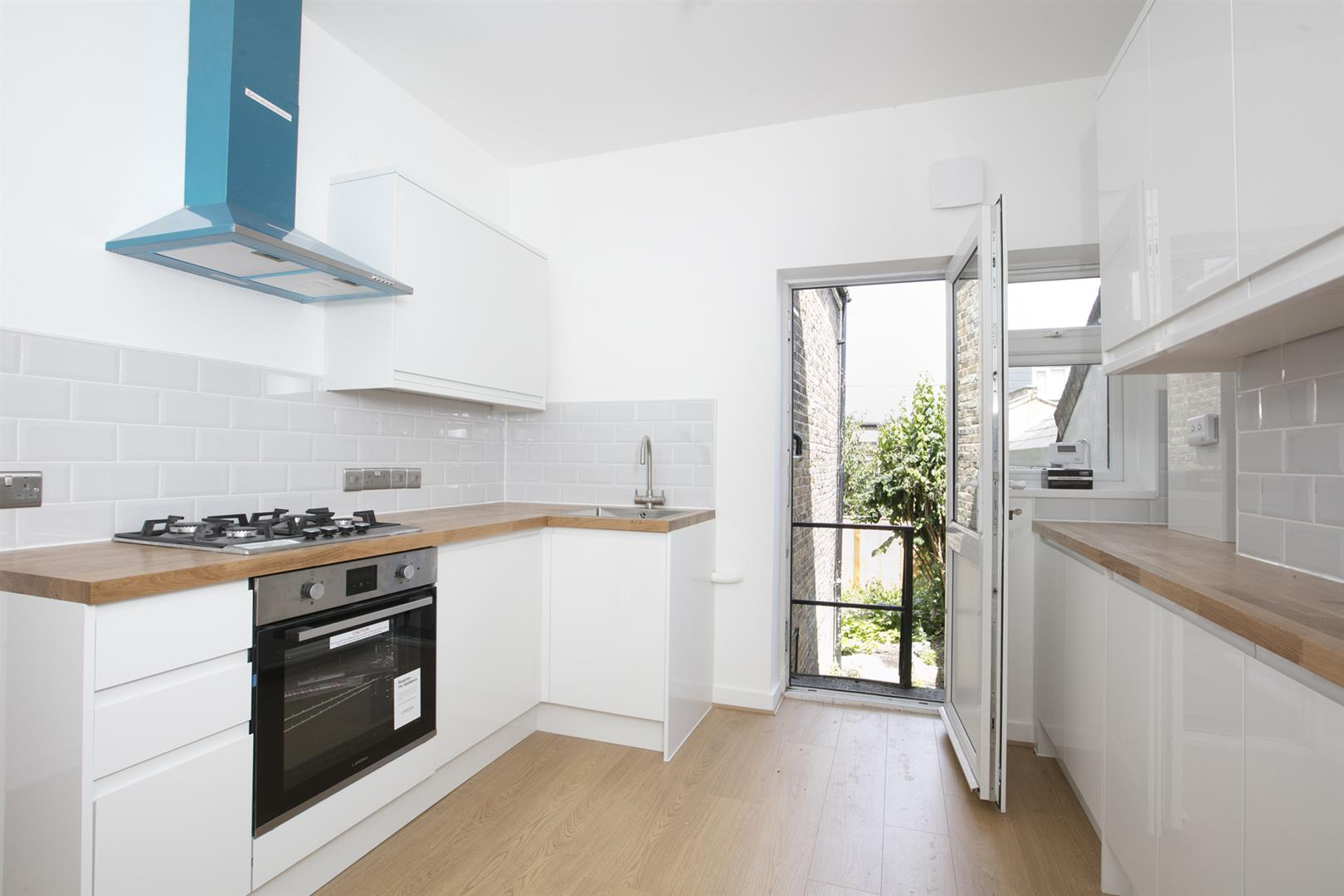 Flat/Apartment Sale Agreed in Lyndhurst Grove, Peckham, SE15 653 view3