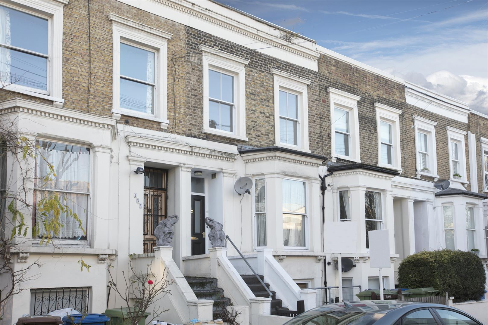 Flat/Apartment Sale Agreed in Lyndhurst Way, Peckham, SE15 553 view1