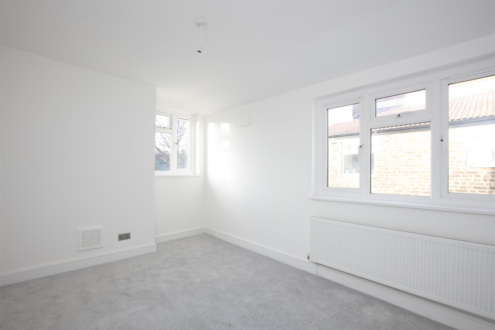Flat/Apartment Sale Agreed in Lyndhurst Way, Peckham, SE15 553 view5