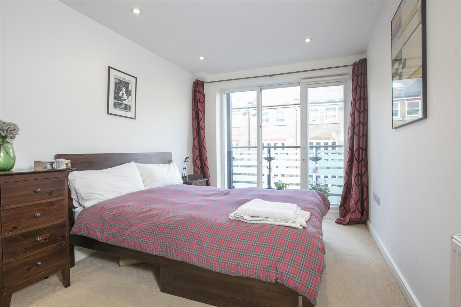 Flat/Apartment Sale Agreed in Lytham Street, Walworth, SE17 536 view8