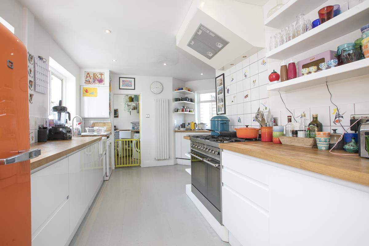 House - Semi-Detached Sold in Maldon Close, Camberwell, SE5 437 view6