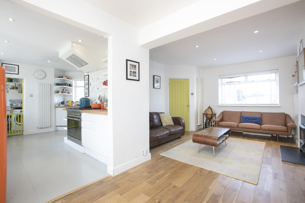 House - Semi-Detached Sold in Maldon Close, Camberwell, SE5 437 view5