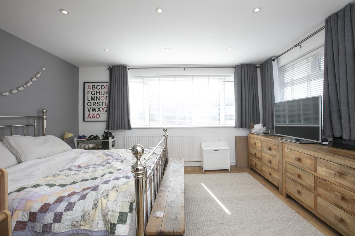 House - Semi-Detached Sold in Maldon Close, Camberwell, SE5 437 view18