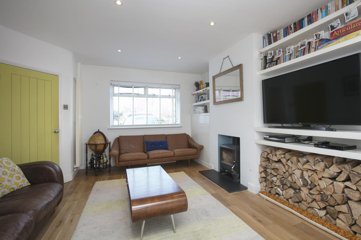 House - Semi-Detached Sold in Maldon Close, Camberwell, SE5 437 view9