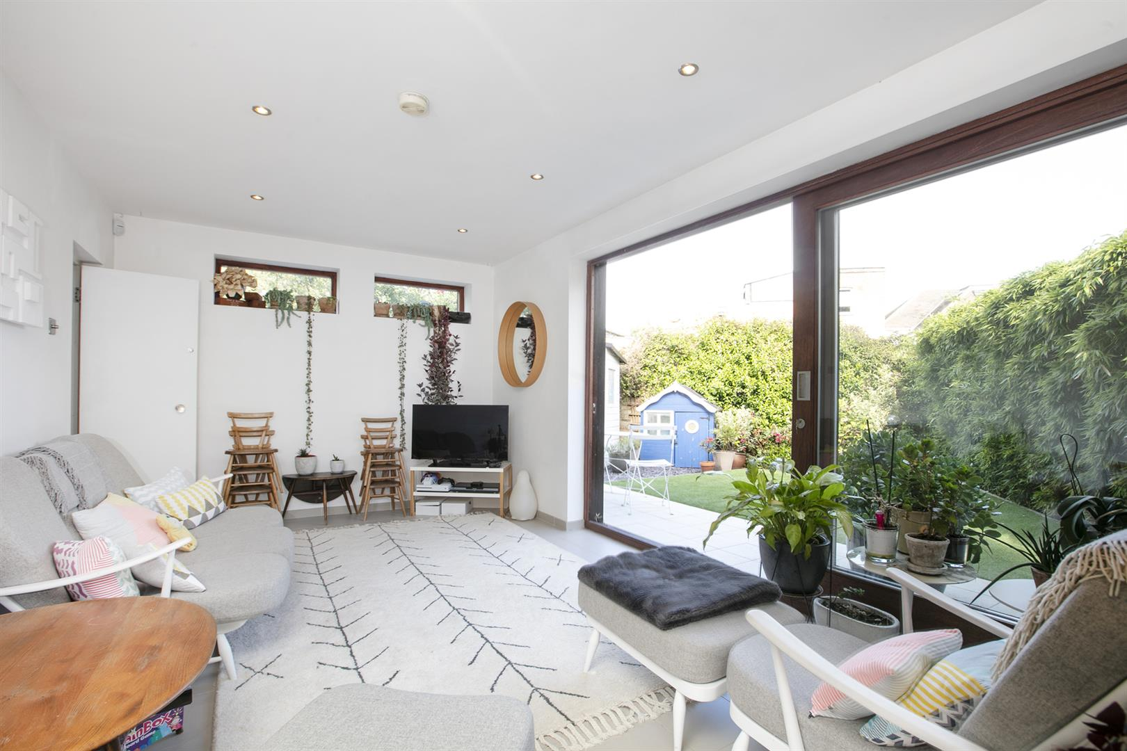 House - Semi-Detached For Sale in Maldon Close, Camberwell, SE5 694 view3