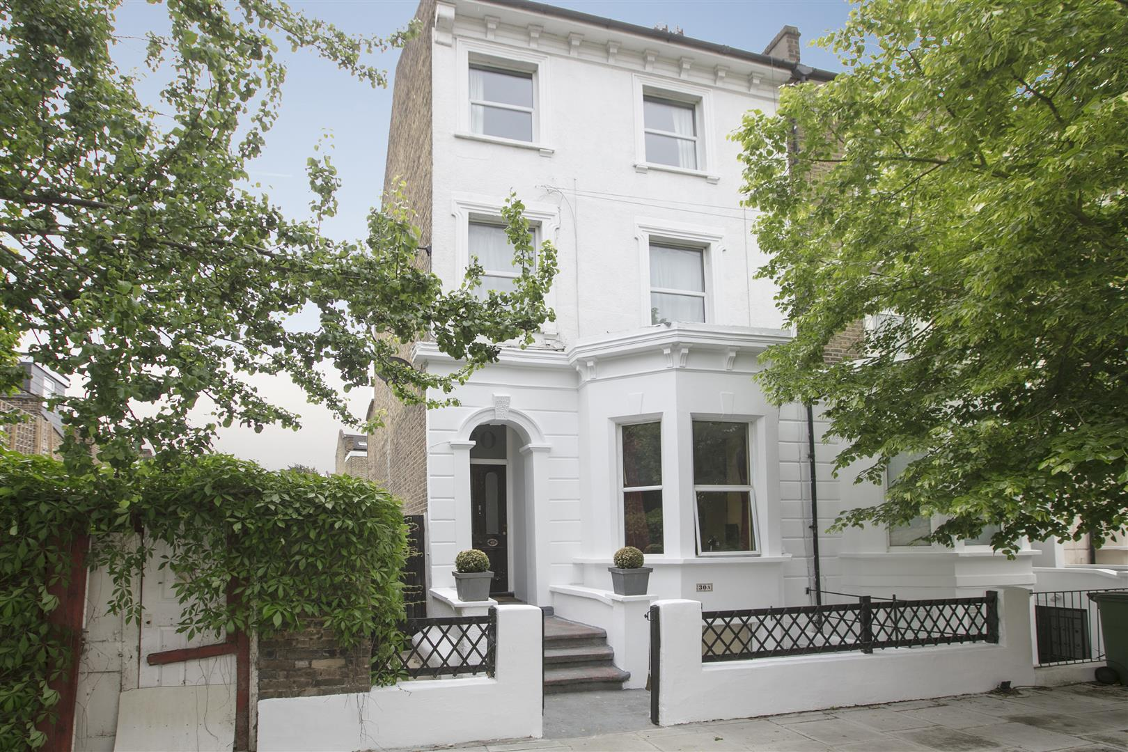 Flat/Apartment Sale Agreed in Maude Road, Camberwell, SE5 583 view1