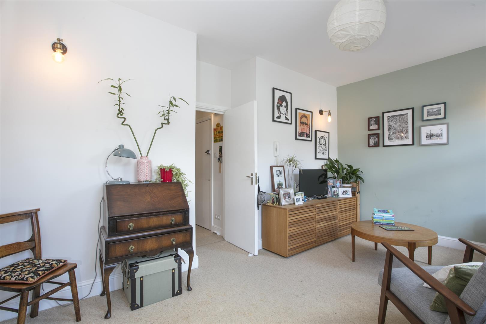 Flat - Conversion For Sale in Maude Road, Camberwell, SE5 631 view4