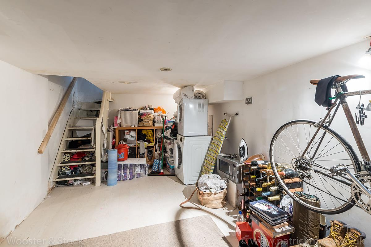 House - Semi-Detached For Sale in McDermott Road, Peckham, SE15 413 view7
