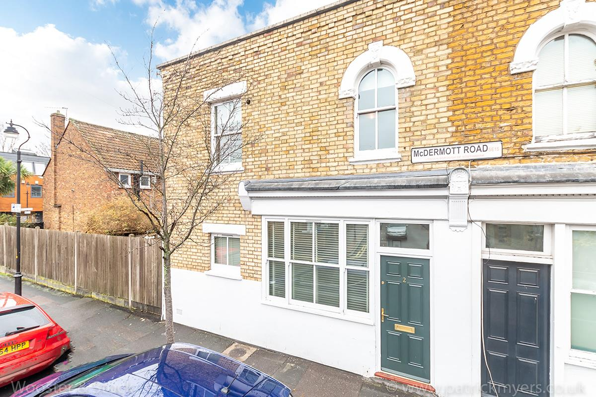 House - Semi-Detached For Sale in McDermott Road, Peckham, SE15 413 view1