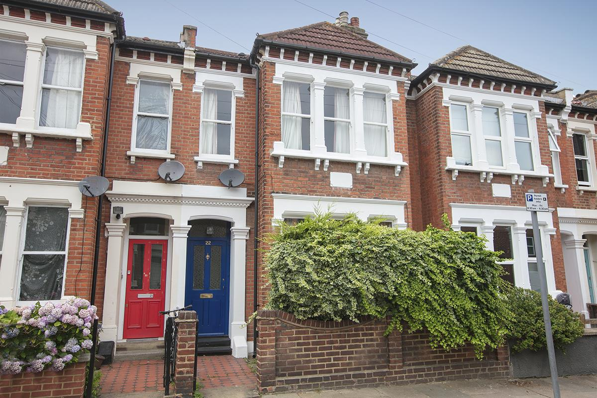 House - Terraced Sold in McDowall Road, Camberwell, SE5 472 view1
