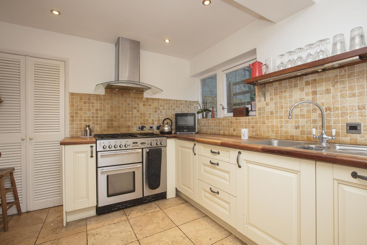 House - Terraced For Sale in Mount Ash Road, Sydenham, SE26 239 view6