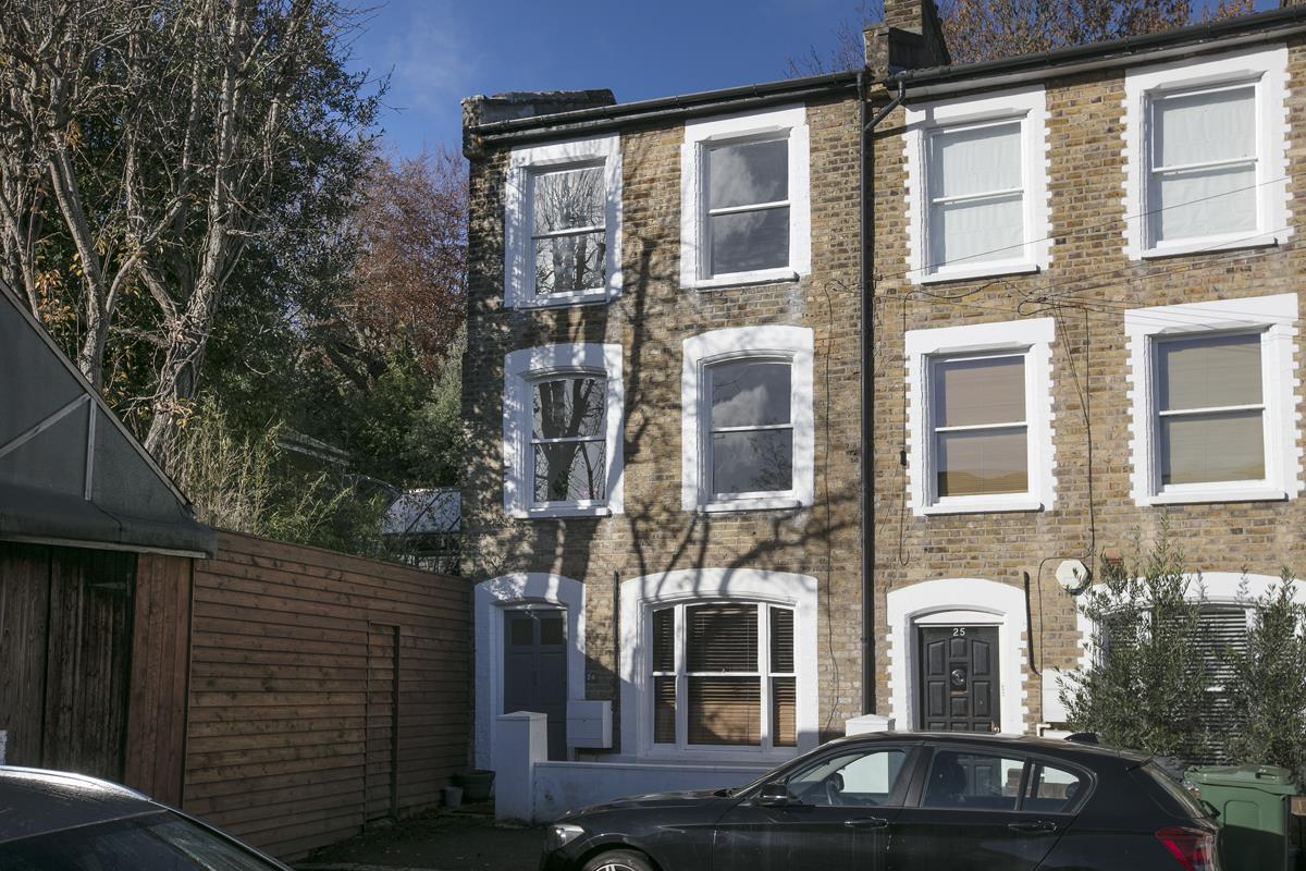 House - End Terrace For Sale in Mount Ash Road, Sydenham, SE26 395 view1