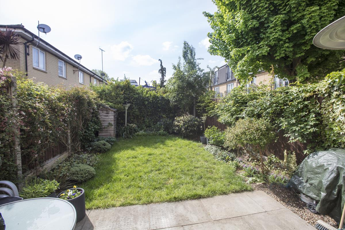 House - Semi-Detached Sale Agreed in Newent Close, Peckham, SE15 445 view4