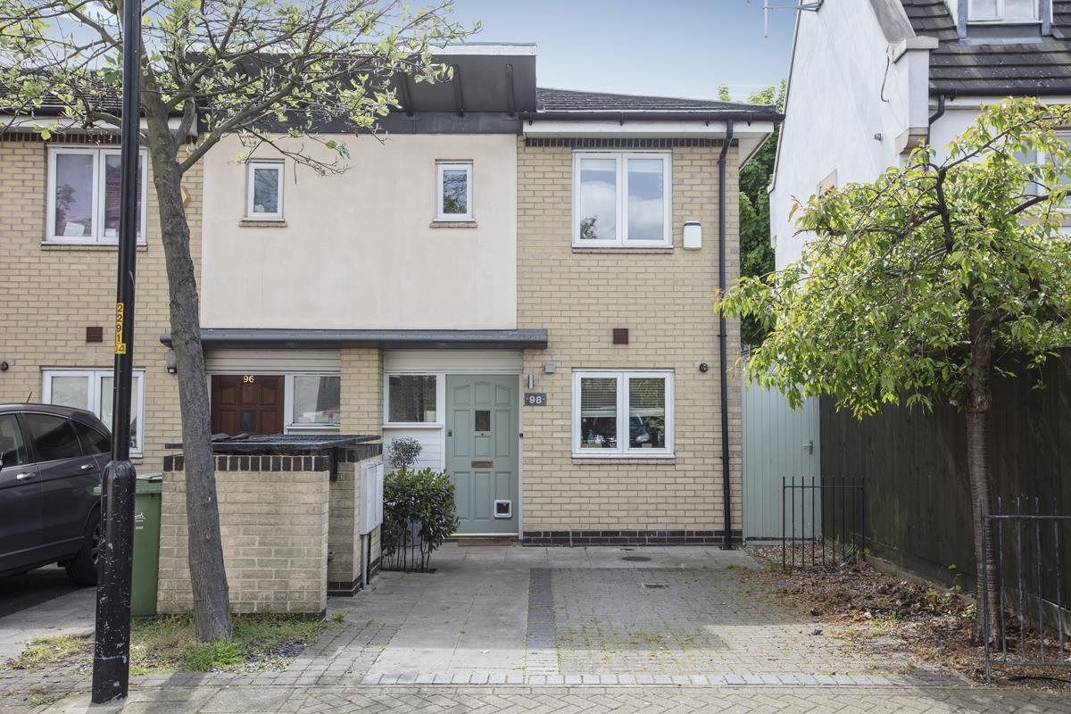 House - Semi-Detached Sale Agreed in Newent Close, Peckham, SE15 445 view1