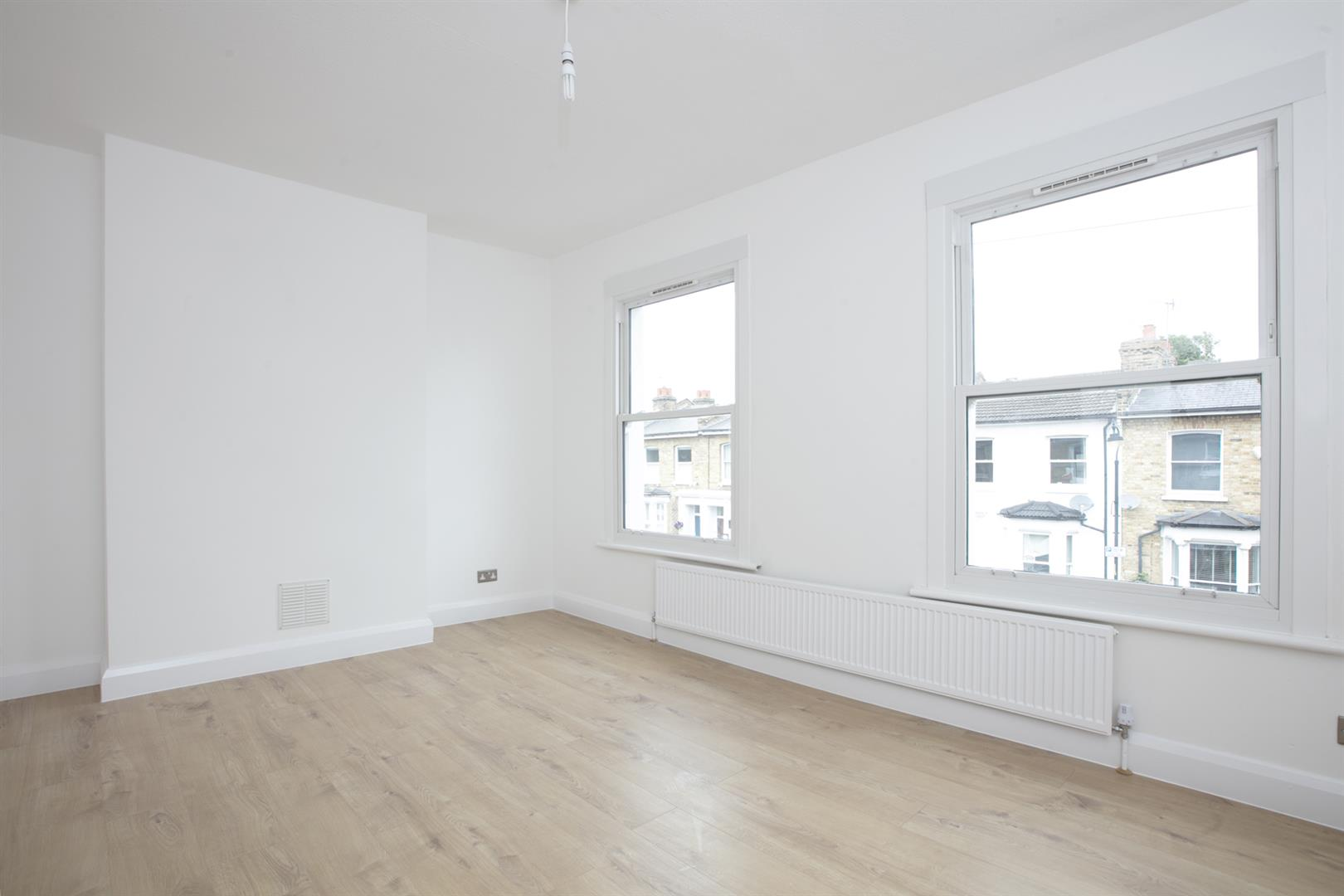 Flat/Apartment Sale Agreed in Nigel Road, Peckham, SE15 618 view3