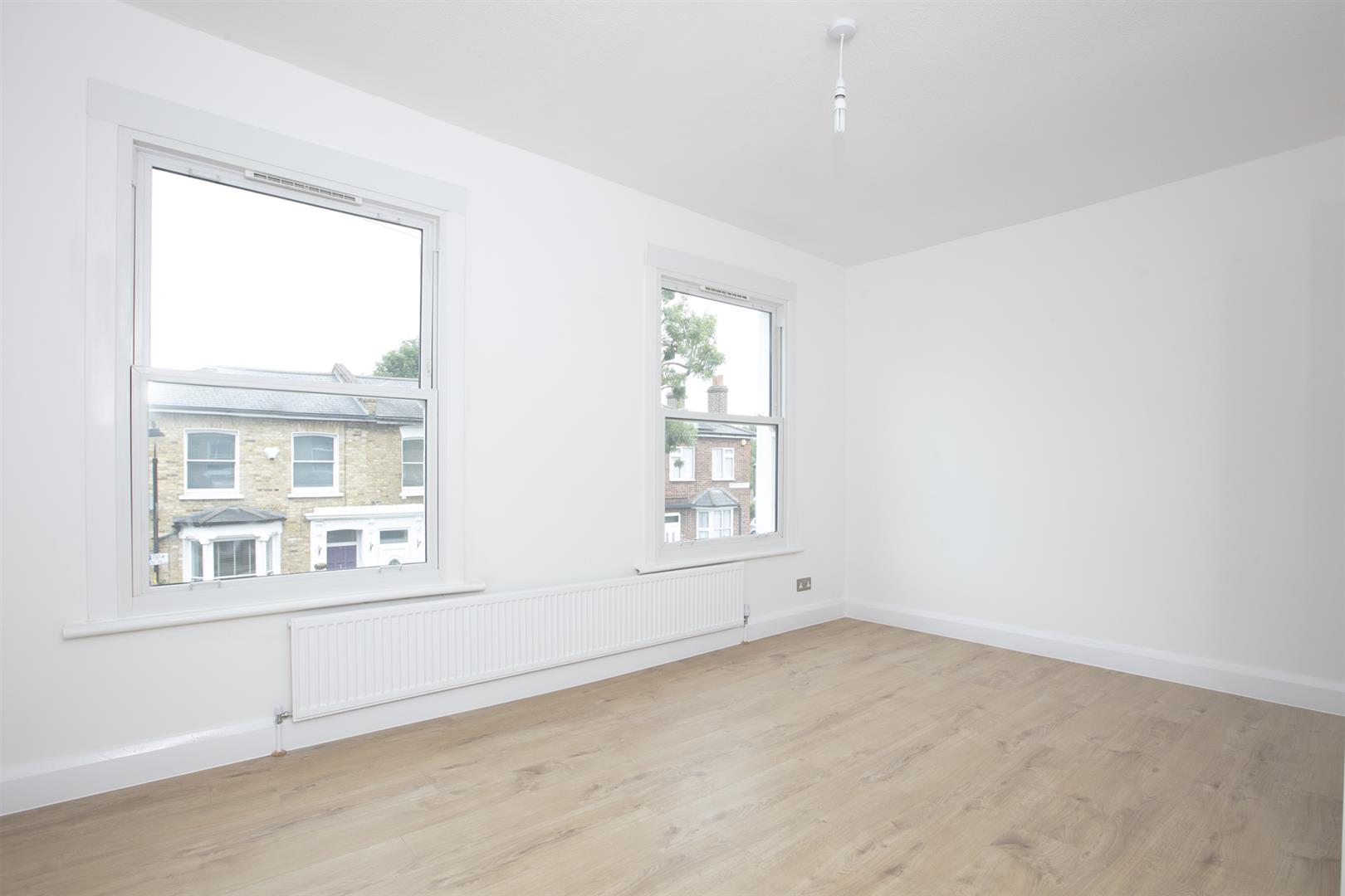 Flat/Apartment Sale Agreed in Nigel Road, Peckham, SE15 618 view5