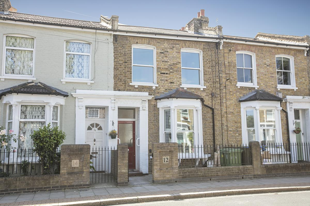 Flat/Apartment Sale Agreed in Nigel Road, Peckham, SE15 618 view1