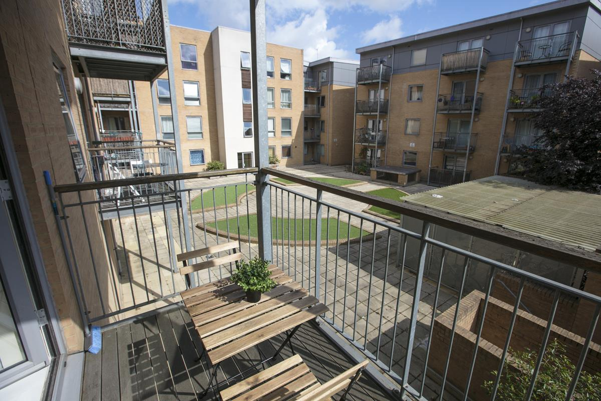 Flat - Purpose Built Sold in Peckham Grove, Peckham, SE5 418 view3