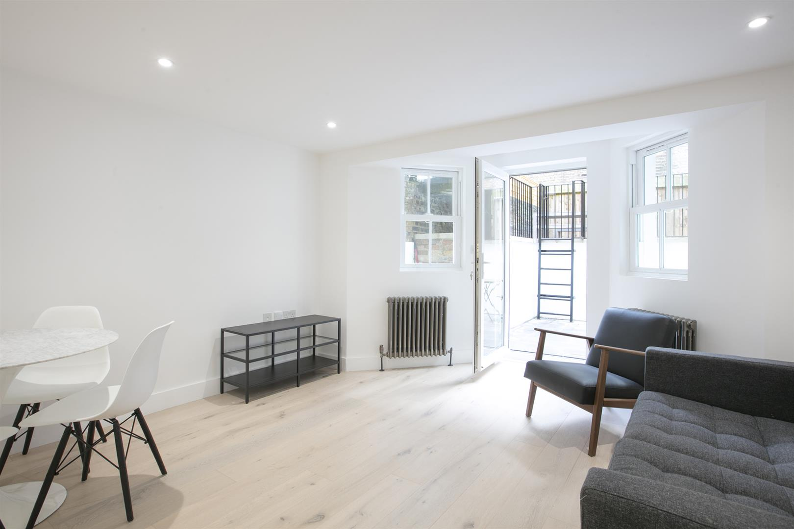 Flat - Conversion Sold in Peckham Road, Camberwell, SE5 539 view6