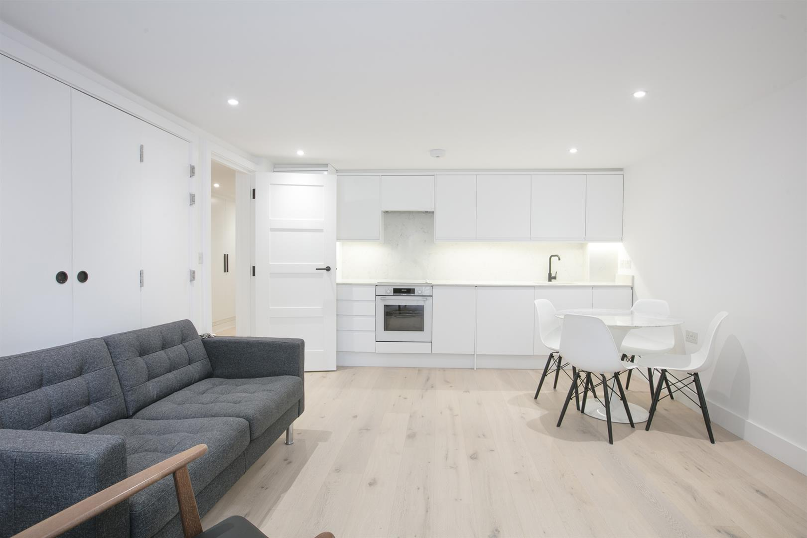 Flat - Conversion Sold in Peckham Road, Camberwell, SE5 539 view2