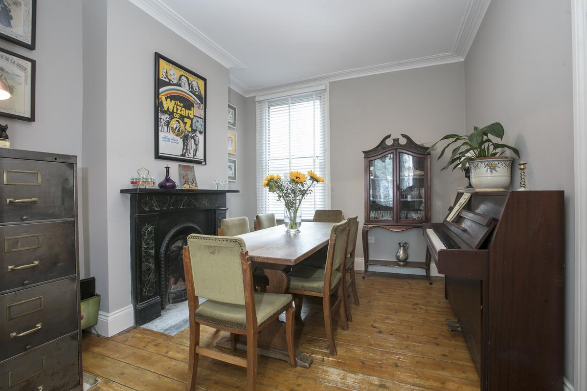 House - Terraced For Sale in Rainbow Street, Camberwell, SE5 359 view6