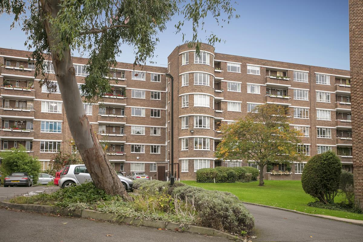 Flat - Purpose Built Sale Agreed in Ruskin Park House, Champion Hill, Camberwell SE5 212 view1