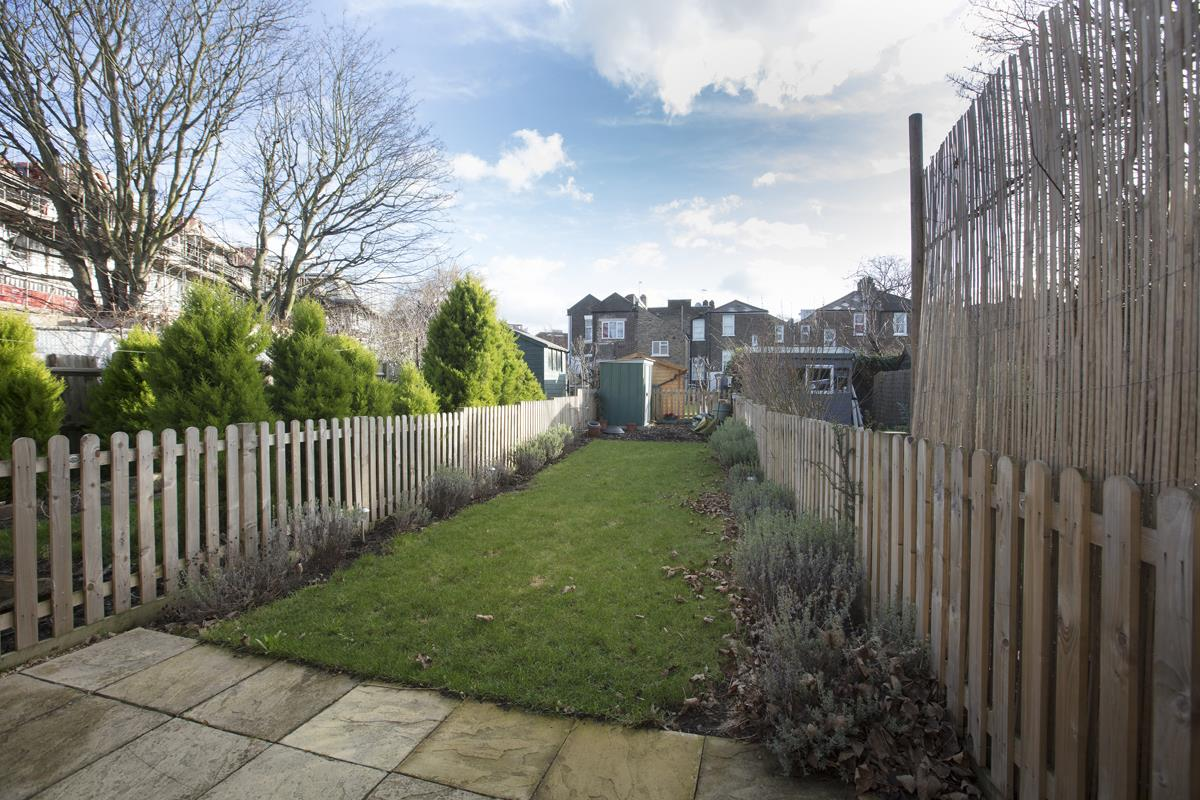 House - Terraced Sold in Scylla Road, Nunhead, SE15 249 view11