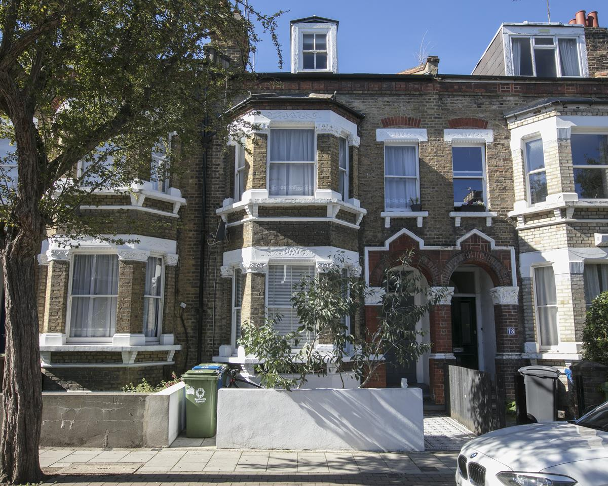 Flat/Apartment Sale Agreed in Shenley Road, Camberwell, SE5 381 view1