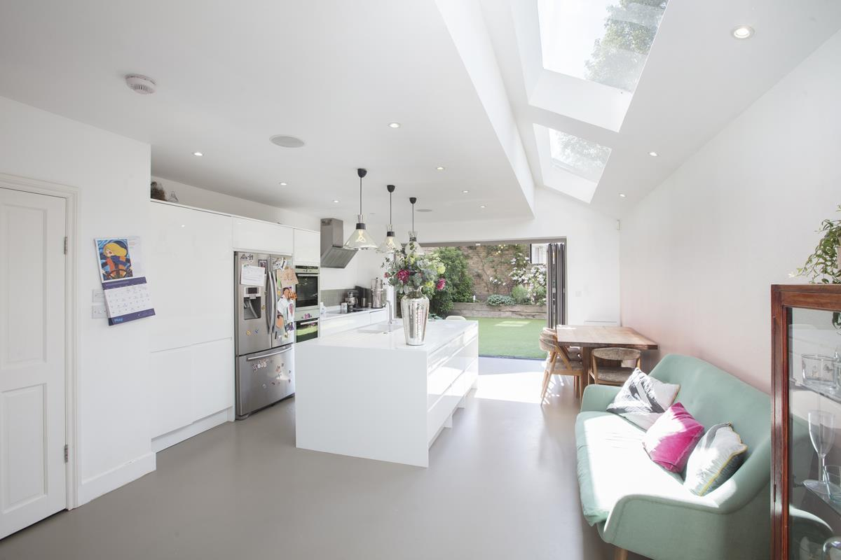 House - End Terrace For Sale in Shenley Road, Camberwell, SE5 451 view1