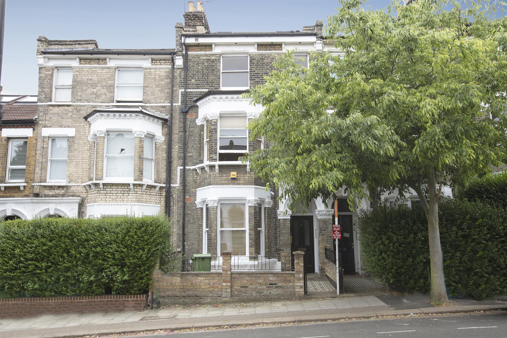 Flat - Conversion For Sale in Shenley Road, Camberwell, SE5 635 view1