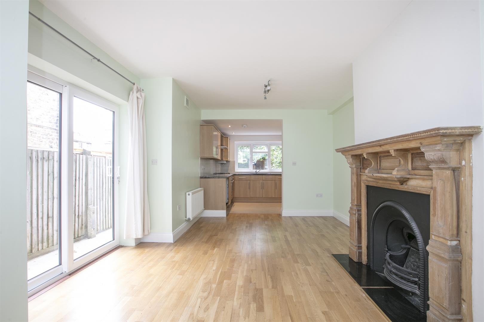 Flat - Conversion For Sale in Shenley Road, Camberwell, SE5 635 view2
