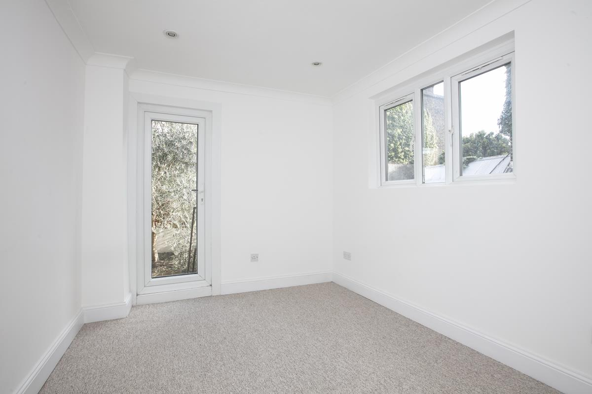Flat/Apartment Sale Agreed in St. Giles Road, Camberwell SE5 227 view9