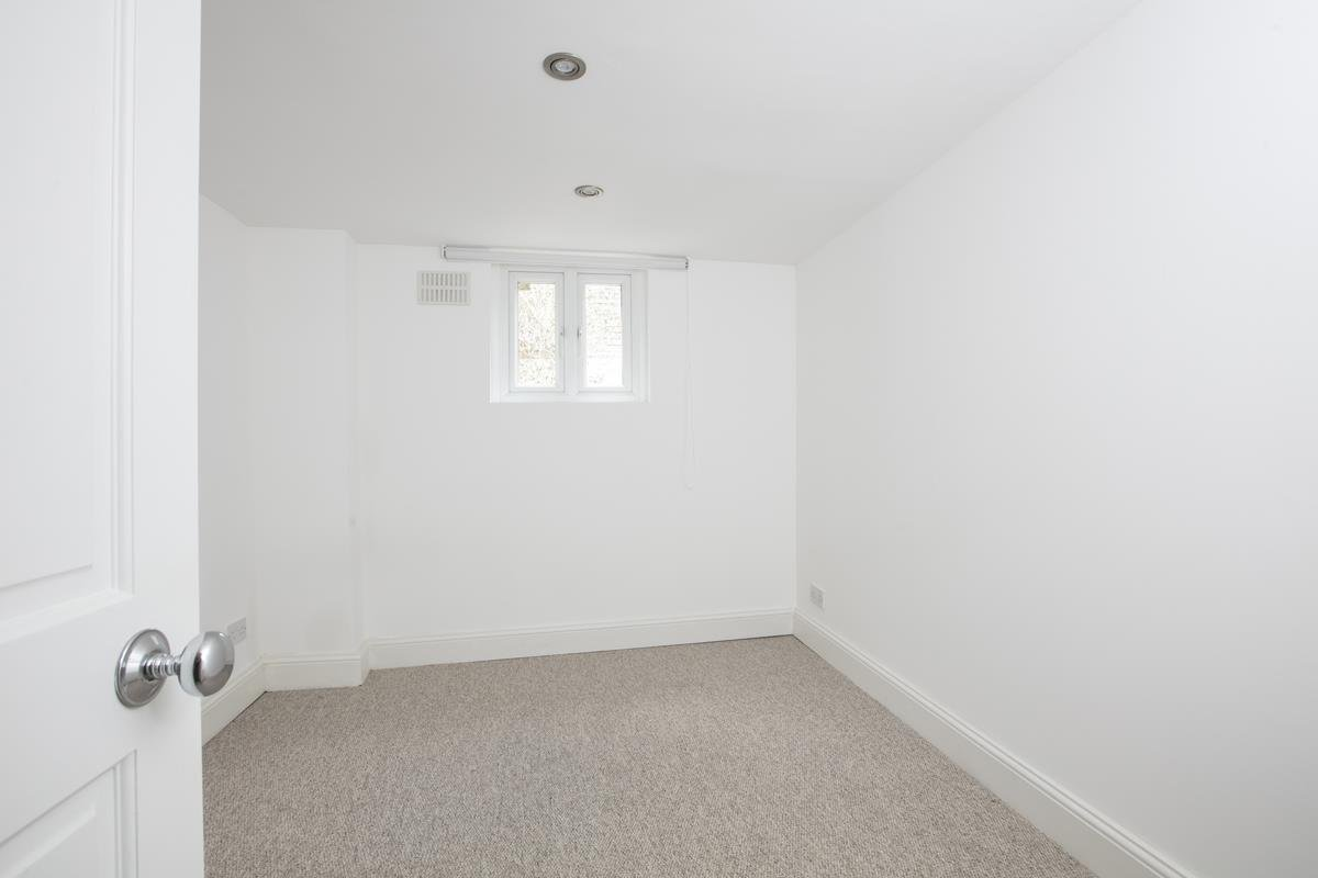 Flat/Apartment Sale Agreed in St. Giles Road, Camberwell SE5 227 view10