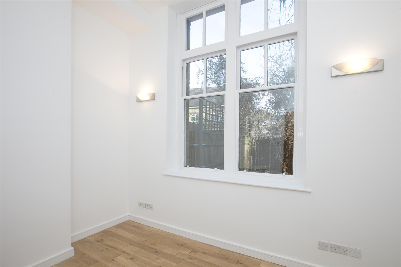Flat - Conversion Sale Agreed in St. Giles Road, Camberwell, SE5 470 view7