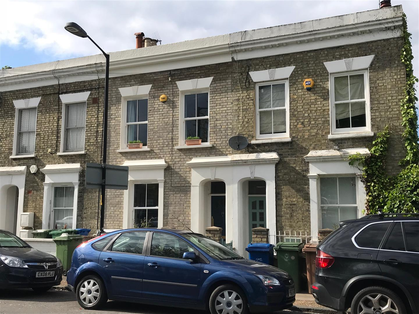 House - Terraced Sold in Sturdy Road, Nunhead, SE15 324 view1