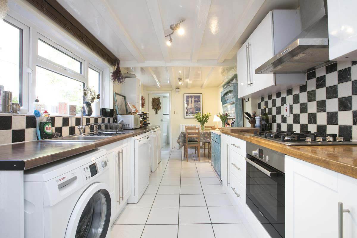 House - Terraced Sold in Sturdy Road, Nunhead, SE15 324 view4