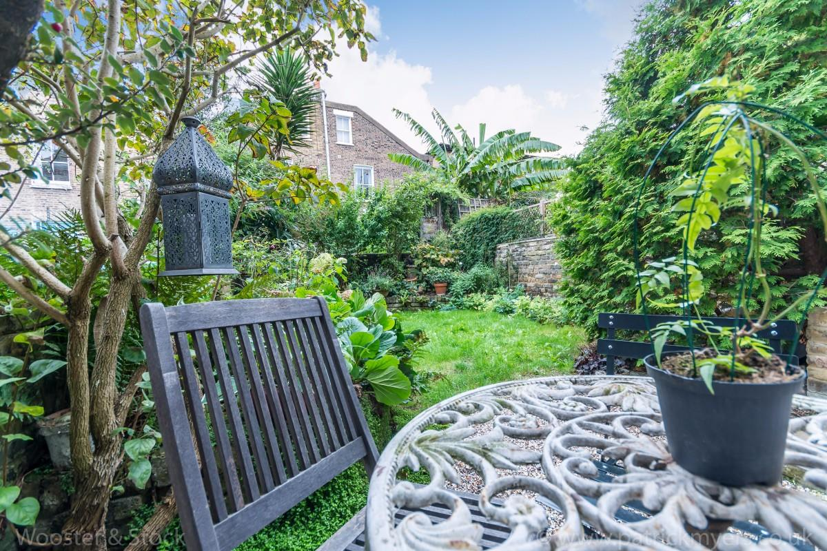 House - Terraced Sold in Sutherland Square, Walworth, SE17 278 view11