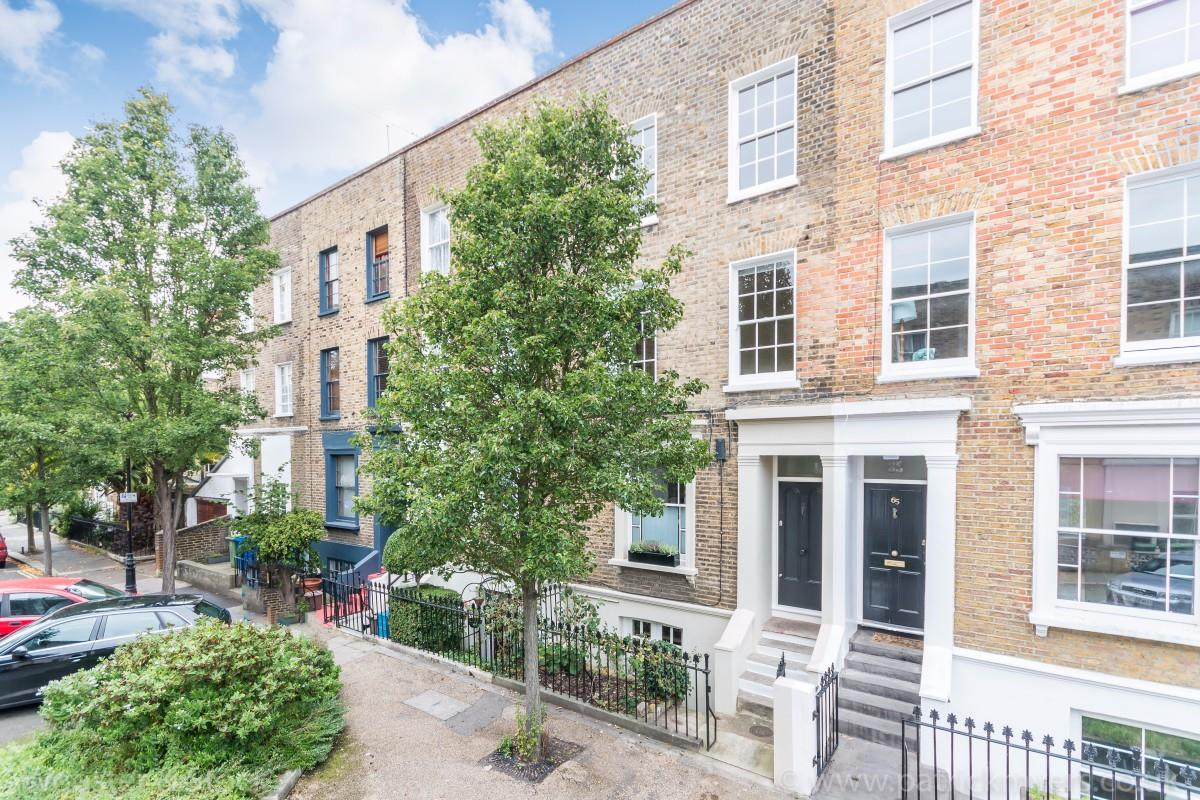 House - Terraced Sold in Sutherland Square, Walworth, SE17 278 view1