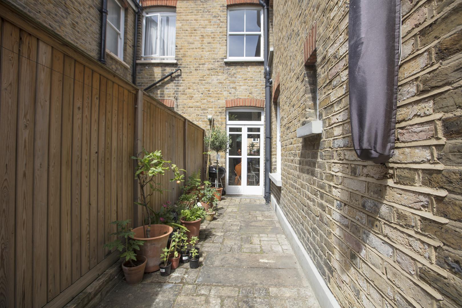 House - Terraced Sale Agreed in Talfourd Place, Peckham, SE15 638 view6