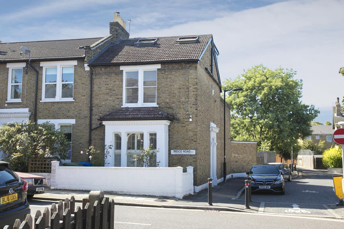 House - End Terrace For Sale in Tresco Road, Nunhead, SE15 673 view2