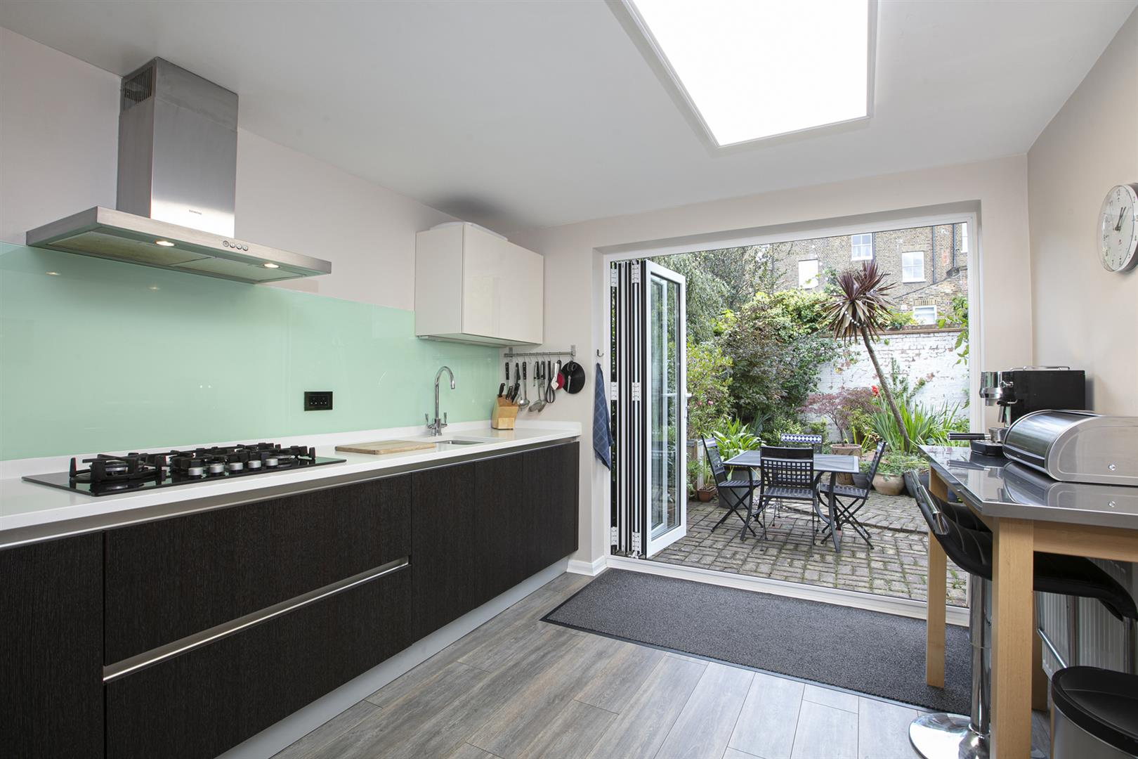House - Terraced Sale Agreed in Vestry Mews, Camberwell, SE5 712 view4