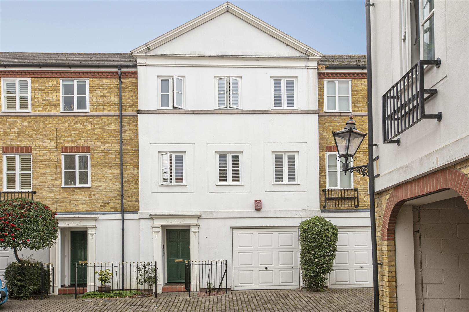 House - Terraced Sale Agreed in Vestry Mews, Camberwell, SE5 712 view1