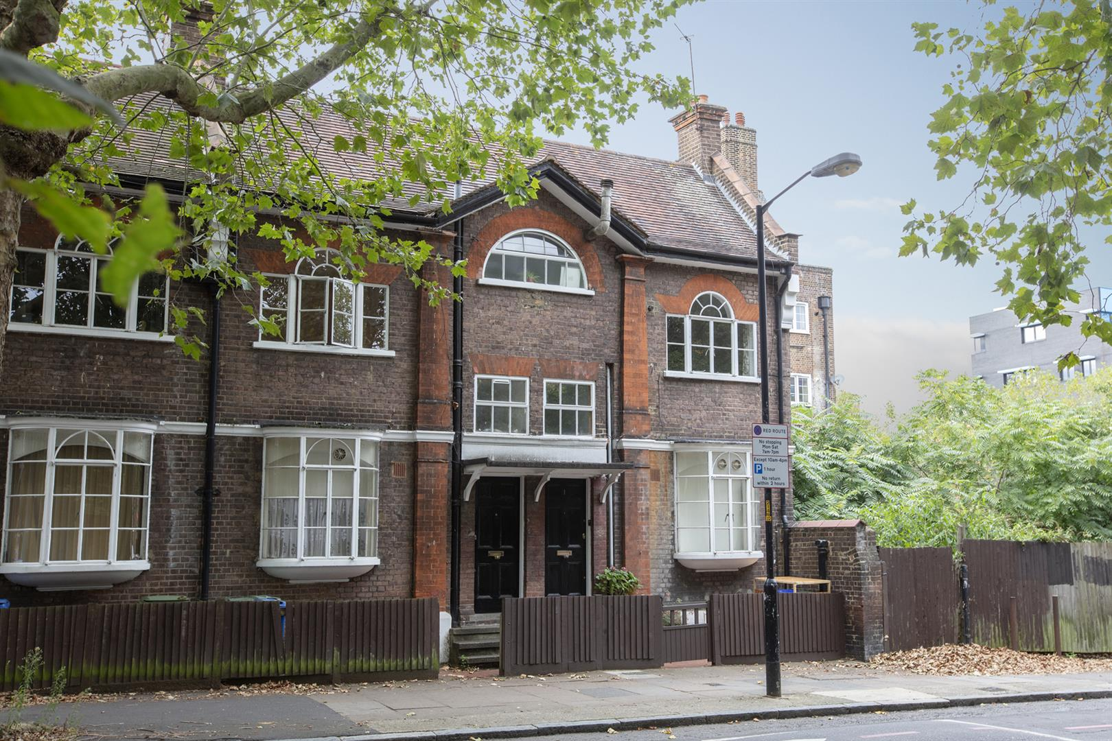 Flat - Conversion For Sale in Vestry Road, Camberwell, SE5 693 view1