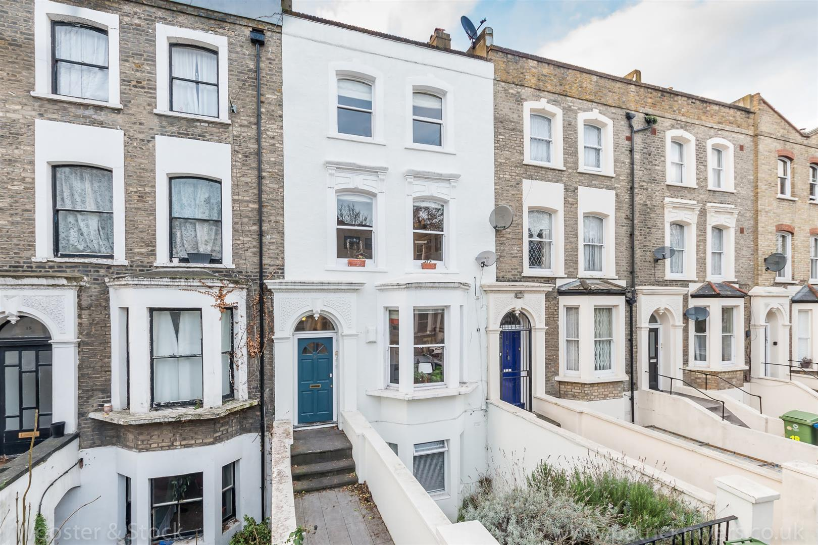 Flat/Apartment Sale Agreed in Vicarage Grove, Camberwell, SE5 402 view2
