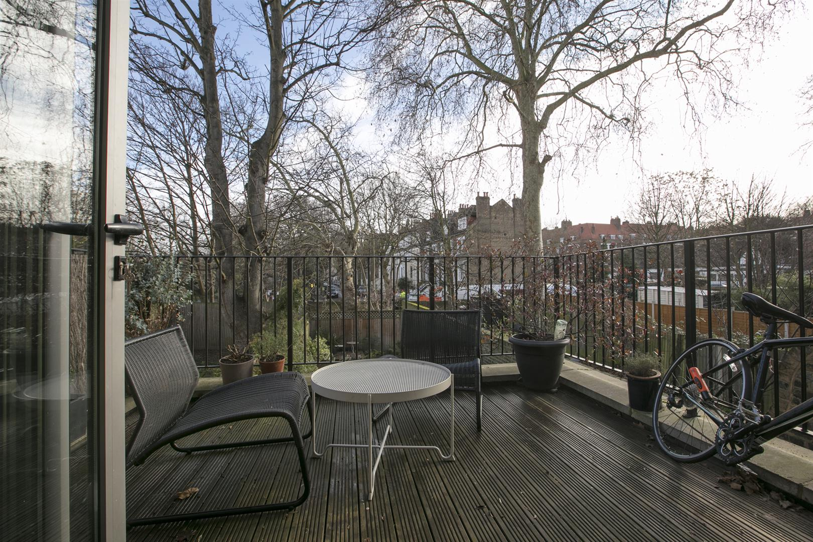 Flat/Apartment Sale Agreed in Vicarage Grove, Camberwell, SE5 754 view4