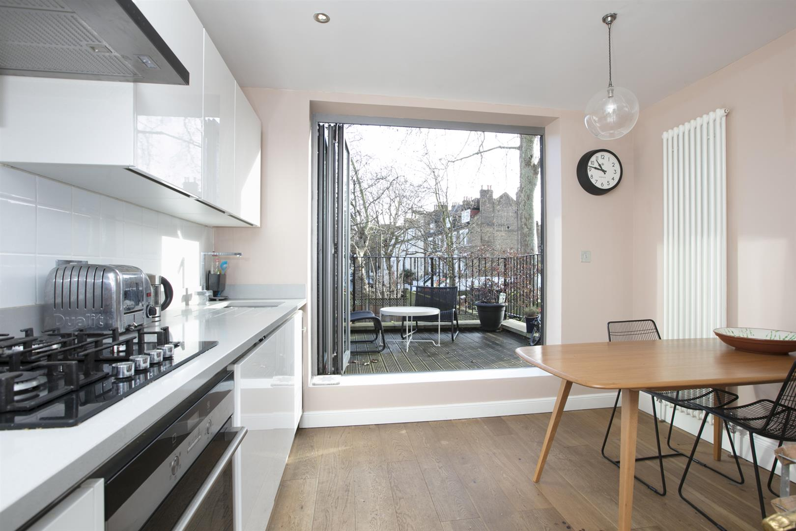 Flat/Apartment Sale Agreed in Vicarage Grove, Camberwell, SE5 754 view3