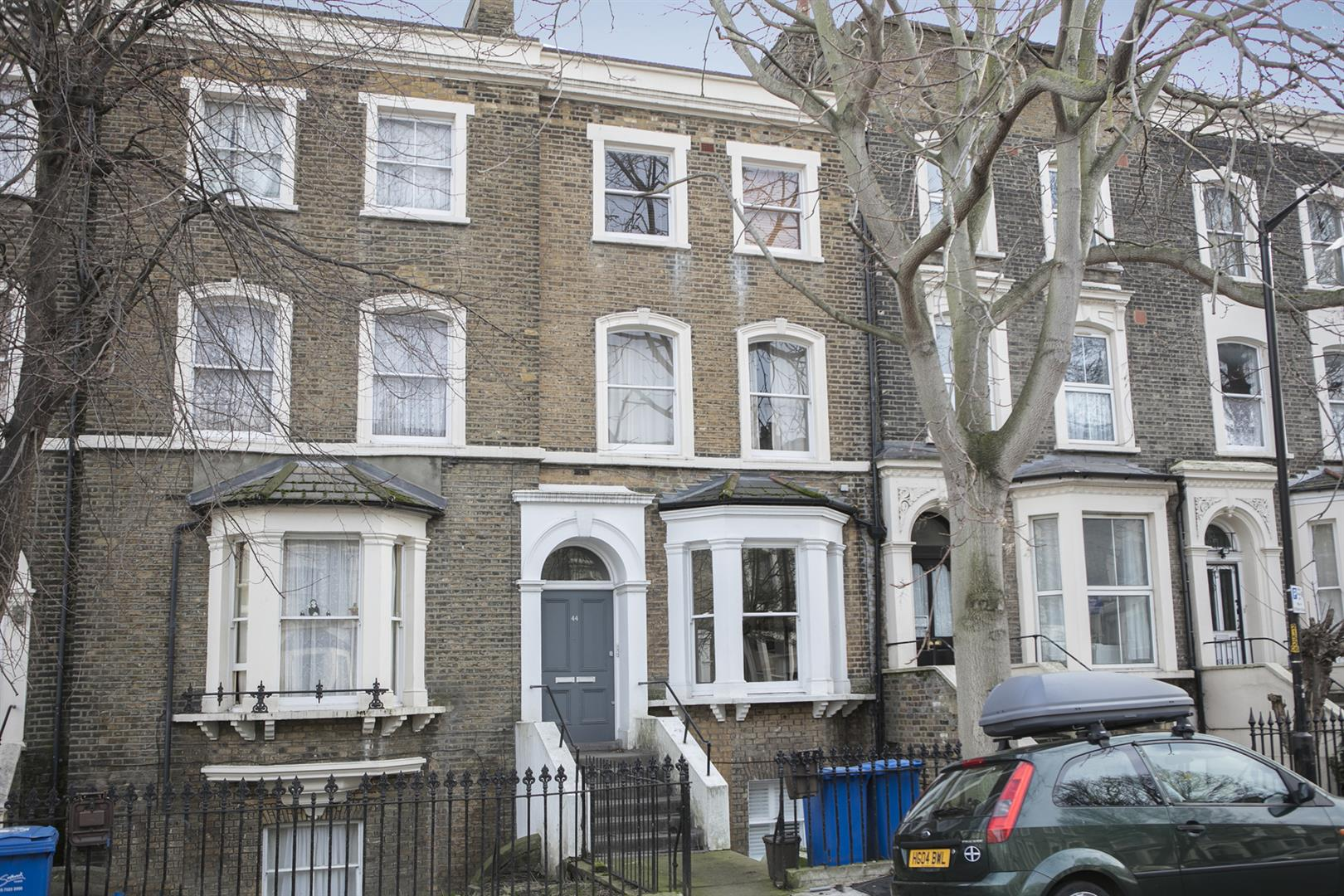 Flat/Apartment Sale Agreed in Vicarage Grove, Camberwell, SE5 754 view1